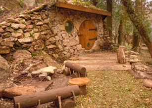 Hobbit Hut - Acorn Camping and Glamping